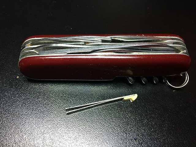 нож с пинцетом